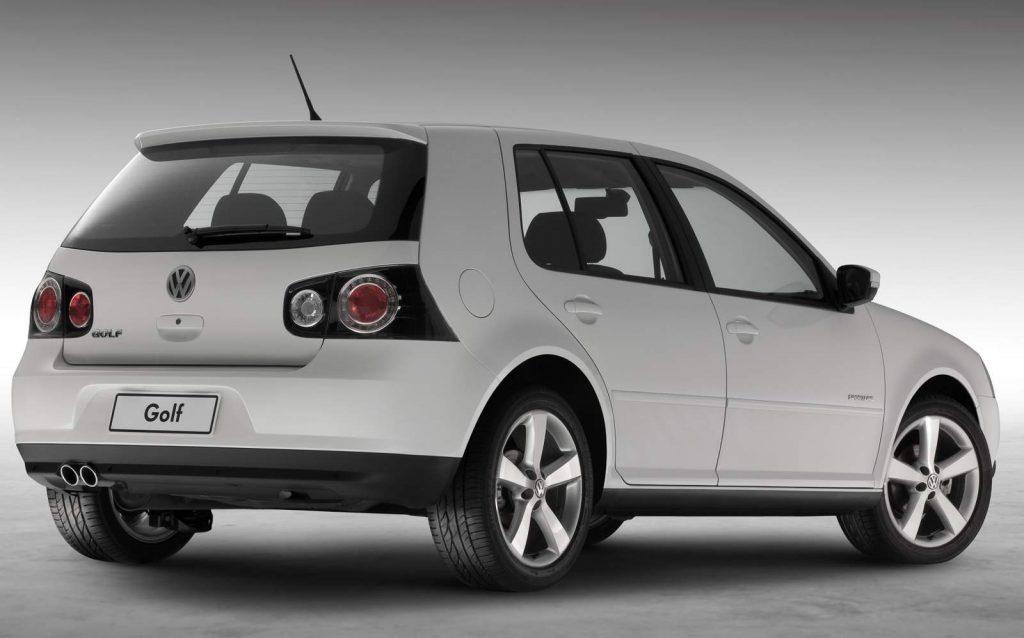 Diferença entre hatch e sedan - exemplo de Hatch Médio