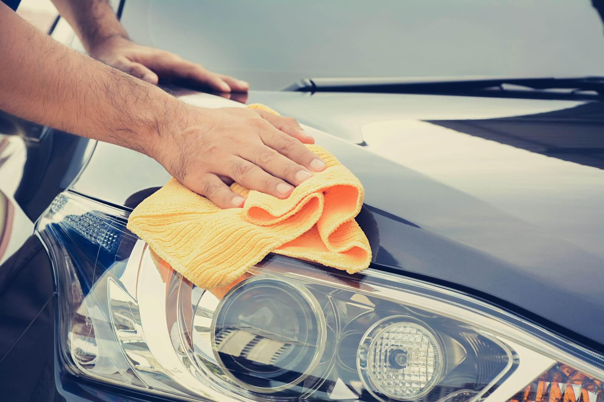 limpar-o-carro-em-casa