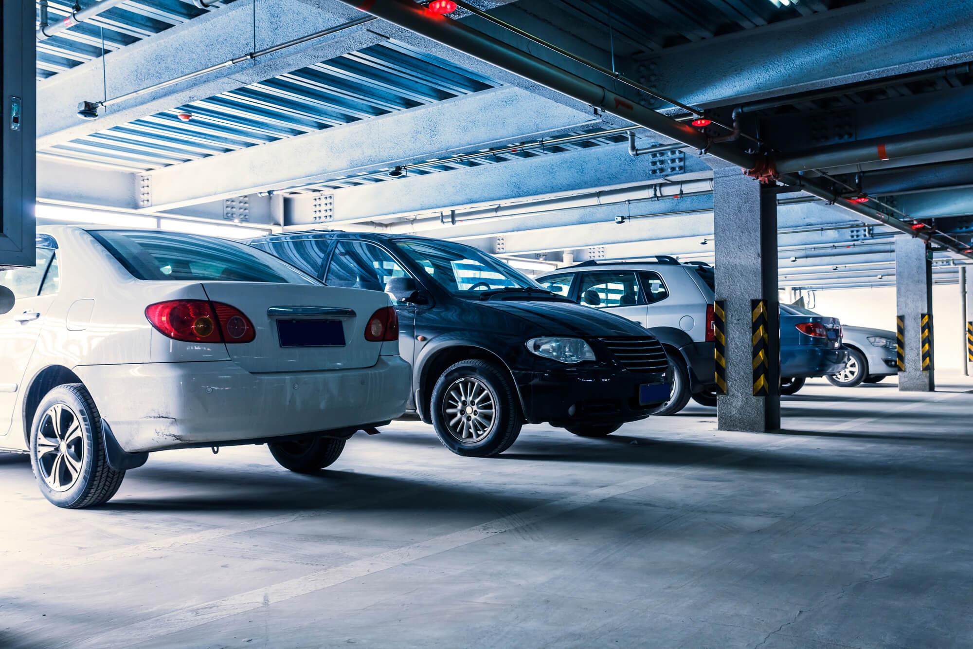 Carro parado na garagem: cuidados